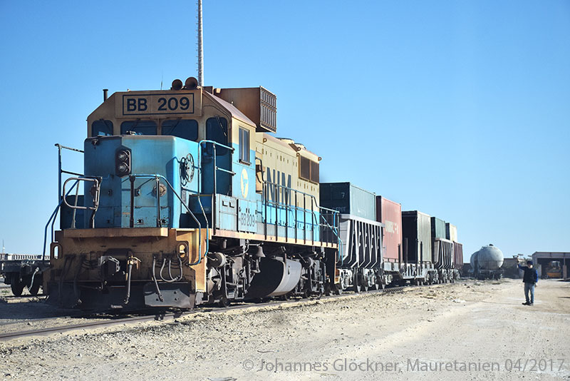 Desert railway in Mauritania shunting containers