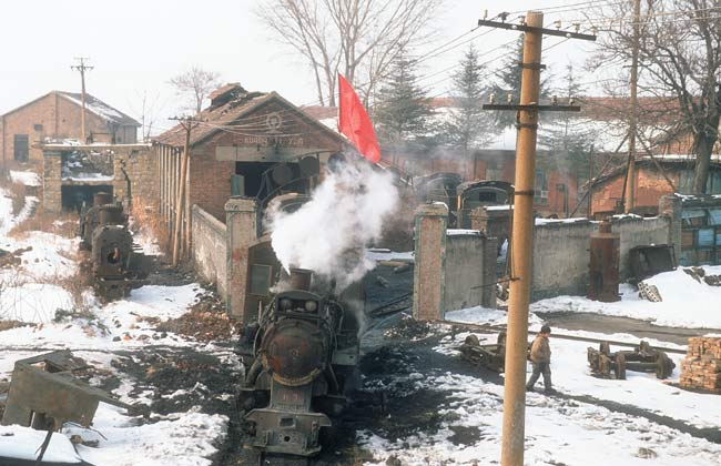 Yinghao: entrance to the depot with red flag, January 2006
