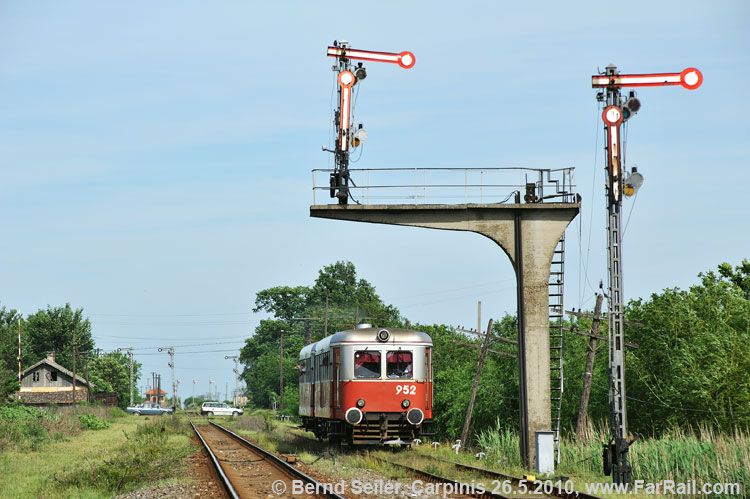 class 900 Malaxa from the depot Timisoara leaves Carpinis